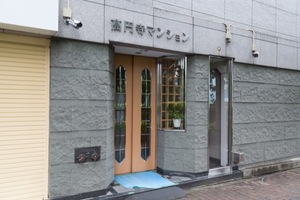 高円寺マンションのエントランス