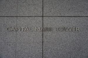 キャピタルマークタワーの看板