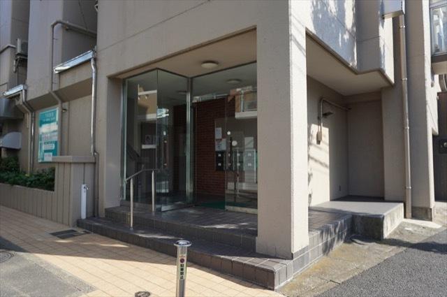 弘明寺フラワーマンションのエントランス