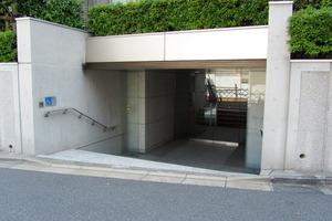 マートルコート新宿若宮町のエントランス