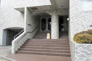 松濤ロイヤルハイツのエントランス