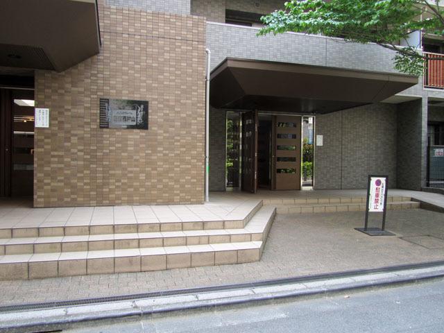 メゾンエクレーレ新宿西戸山のエントランス