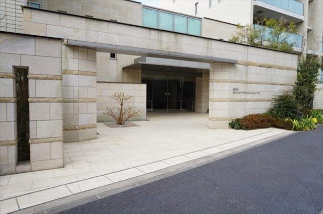 プラウド横浜ヒルトップのエントランス