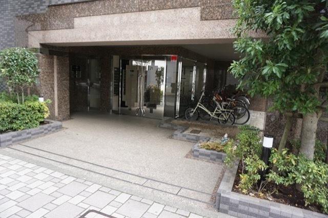 ブライト横浜根岸のエントランス