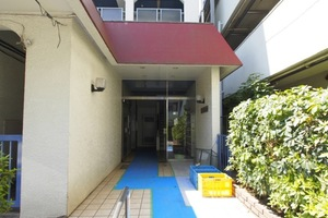 三松第1マンションのエントランス