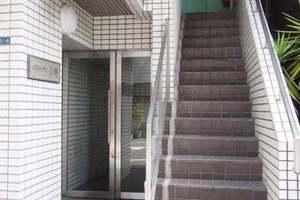 メゾンルグラン上野のエントランス