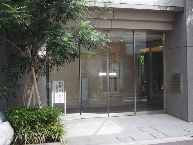 ライオンズクオーレ東京八丁堀のエントランス