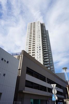 ロイヤルタワー横濱鶴見の外観