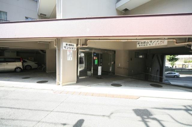 新池田山マンションのエントランス