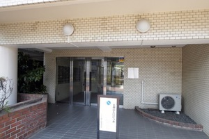 コスモ東長崎のエントランス