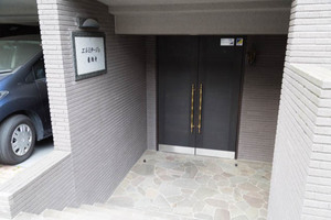 エルミタージュ豪徳寺のエントランス