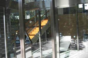 新宿アインスタワーのエントランス