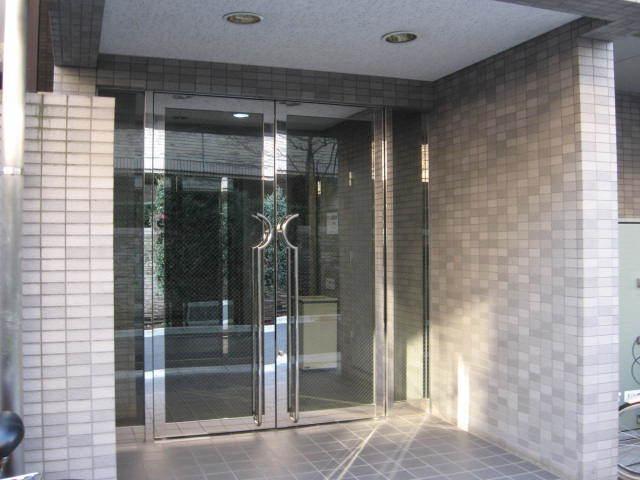 メゾン・ド・ヴィレ三軒茶屋のエントランス
