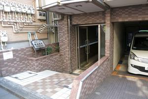 菱和パレス渋谷本町のエントランス
