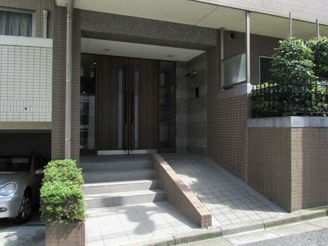 ラグジュアリーアパートメント目黒東山のエントランス