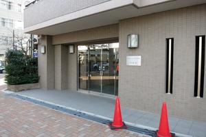 エクセルシオール西新宿のエントランス