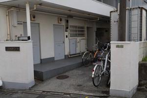 三田松原コーポのエントランス