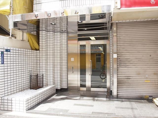 岩本町手塚ビルのエントランス