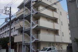 清川マンションの外観