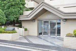 平井サンハイツのエントランス