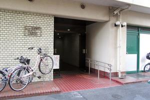イヅミタウン新宿のエントランス