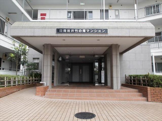 日商岩井竹ノ塚マンションのエントランス