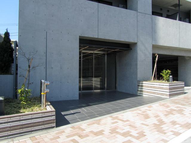 ズーム渋谷富ヶ谷のエントランス
