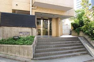 マートルコート新宿ガーデンハウスのエントランス