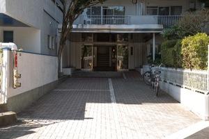 パール高円寺のエントランス