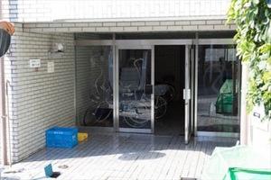 尾崎ダイヤビルのエントランス