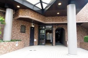 ライオンズマンション西新井大師のエントランス