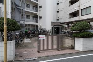 井草サマリヤマンションのエントランス