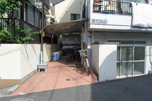 栄マンション北新宿のエントランス