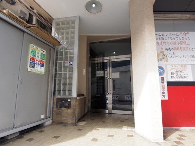 藤田マンションのエントランス