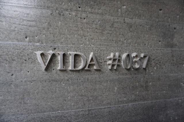 ヴィーダ#037の看板