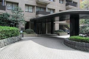 広尾ガーデンヒルズセンターヒル(G・H棟)のエントランス