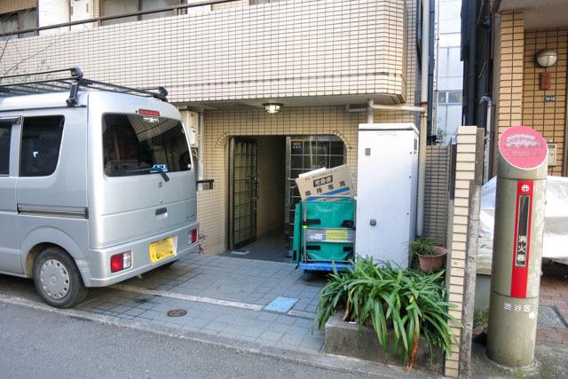 メインステージ幡ヶ谷駅前のエントランス