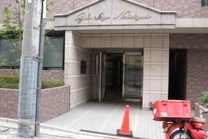 ガラステージ西新宿のエントランス