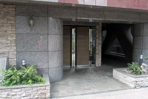 グランドガーラ西新宿ウエストのエントランス