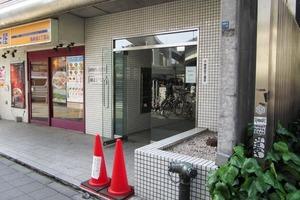 陽輪台西新宿のエントランス