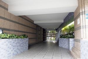 セザール東長崎のエントランス