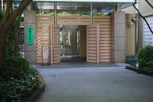 赤坂アパートメントのエントランス