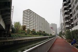 三田ナショナルコートの外観