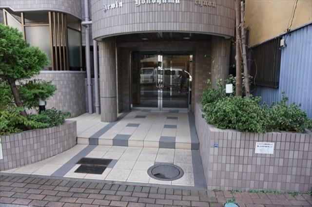 アーウィン横浜中央のエントランス
