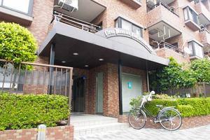 ライオンズマンション西新井本町のエントランス
