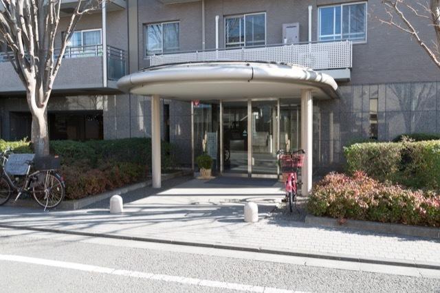 フォーリア駒沢公園パークサイドのエントランス