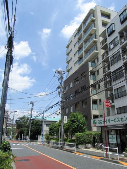 イニシアイオ新宿夏目坂の外観