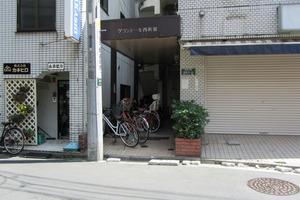 グランドール西新宿のエントランス
