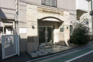 ルーブル西新宿のエントランス