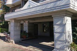 朝日マンション駒場のエントランス